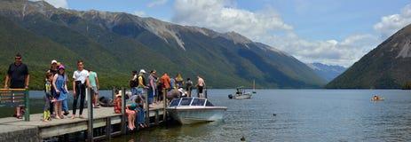 人们在度假在罗托伊蒂湖的在Nelson湖区新的Z 库存图片