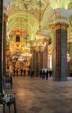 人们在彼得和保罗大教堂里 库存图片
