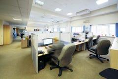 人们在有分离的办公室坐由分开地方 免版税库存图片