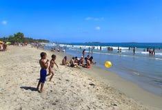 人们在海滩享用在委内瑞拉 库存照片