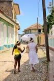 人们在特立尼达,古巴 库存照片