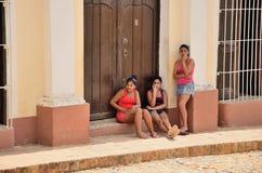 人们在特立尼达,古巴 免版税库存照片