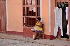 人们在特立尼达,古巴 免版税库存图片