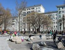 人们在莫斯科Chistoprudny大道放松  免版税库存照片