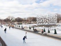 人们在滑冰场滑冰在俄罗斯 免版税库存照片