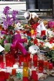 人们在巴塞罗那` s兰布拉团聚了在恐怖分子atack以后 免版税库存图片