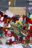 人们在巴塞罗那` s兰布拉团聚了在恐怖分子atack以后 免版税图库摄影
