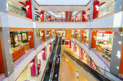 人们在购物中心 免版税库存照片