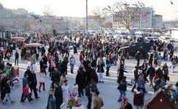 人们在Eminonu广场,伊斯坦布尔 图库摄影