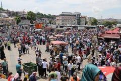 人们在Eminonu,伊斯坦布尔 库存照片