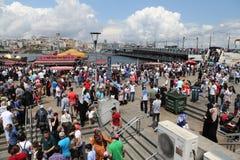 人们在Eminonu,伊斯坦布尔 图库摄影