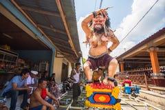 人们在Nyepi前的庆祝-沈默巴厘语天时  库存照片