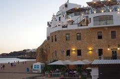 人们外出吃饭在阿尔布费拉在葡萄牙 库存图片