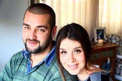 年轻人结婚的土耳其夫妇画象  免版税库存照片