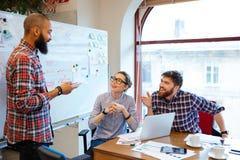 人们开业务会议在办公室 免版税图库摄影