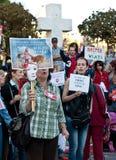人们抗议在布加勒斯特反对街道狗 免版税库存图片