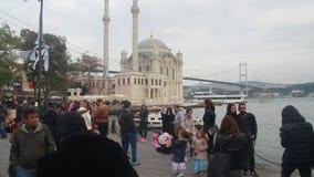 人们拥挤了,伊斯坦布尔市,土耳其12月2016年, 股票视频