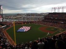 人们提供美国旗子以48低状态d的形式 免版税库存图片