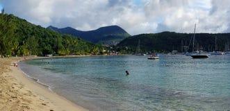 人们洗2016年12月31日的海洋浴 重创的Anse d ` Arlet,马蒂 库存图片