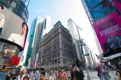 人们未经预约而来在时代广场,纽约的标志 免版税库存照片