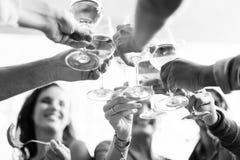 人们欢呼庆祝多士幸福统一性概念 库存图片