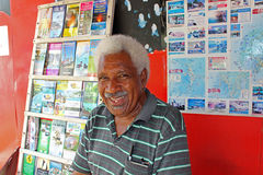 人-游览卖主在瓦努阿图 免版税库存图片
