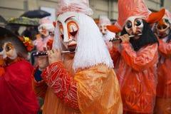 人们演奏长笛在巴塞尔狂欢节在巴塞尔,瑞士 库存图片
