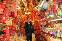人购物在唐人街在温哥华 免版税库存照片