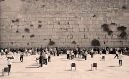 人们祈祷西部墙壁 图库摄影