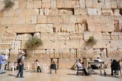 人们祈祷西部墙壁 免版税库存照片