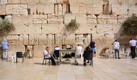 人们祈祷西部墙壁 库存图片