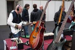 人们米兰吉他的&在2013年之外在米兰, I 免版税库存图片