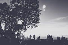人们获得乐趣在日落时间 免版税库存图片