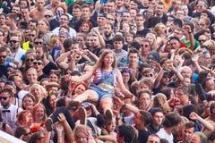 人们获得乐趣在第23个伍德斯托克节日波兰的一个音乐会 库存照片