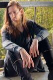人画象有一个长的胡子和一根长的头发的去与 免版税图库摄影