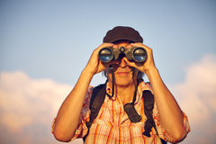 人画象有帽子和双筒望远镜的 免版税图库摄影