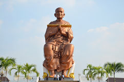 人们走向Wat马胃蝇蛆寺庙为祈祷Somdej Toh 免版税图库摄影