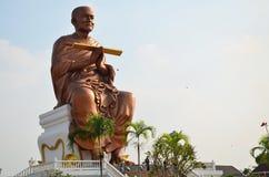 人们走向Wat马胃蝇蛆寺庙为祈祷Somdej Toh 免版税库存图片