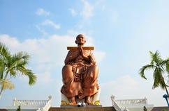 人们走向Wat马胃蝇蛆寺庙为祈祷Somdej Toh 库存图片