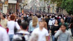 人们走在一条拥挤街道的, timelapse 股票录像