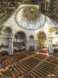 人们从里边参观柏林大教堂 免版税图库摄影