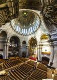 人们从里边参观柏林大教堂 库存图片
