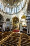 人们从里边参观柏林大教堂 免版税库存图片