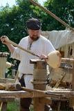 人们雕刻木头 免版税图库摄影