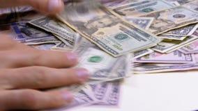 人` s手收集入堆美国美元各种各样的衡量单位 股票录像