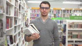 人` s购物在书店 股票视频