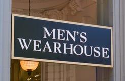 人` s Wearhouse外部和商标 免版税库存照片