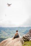 黑人H'mong少数族裔人民的家庭坐小山在Sapa, 2016年9月14日的越南 免版税库存照片