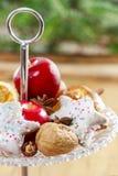 巴黎人macarons、莓和其他纤巧 库存图片