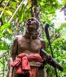 人Mentawai部落在密林进来 免版税库存照片